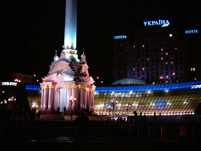 wallpaper city at night. kiev night photo or wallpaper