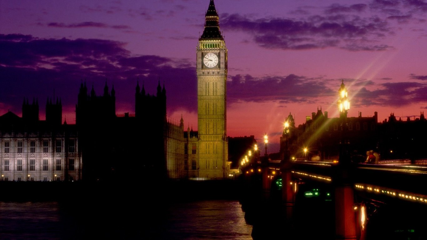 big ben night 1366 x 768
