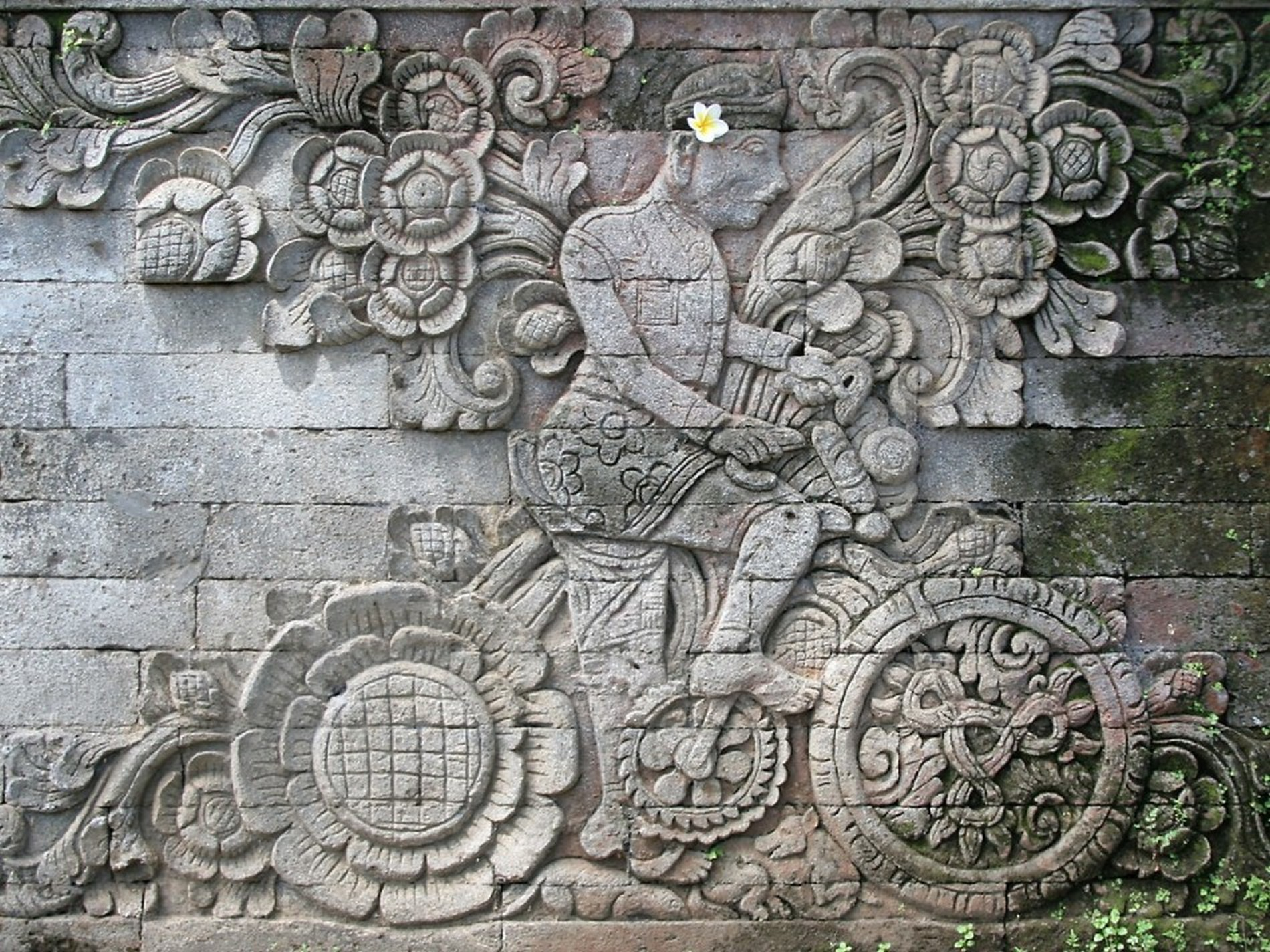 Indonesia cyclist carving