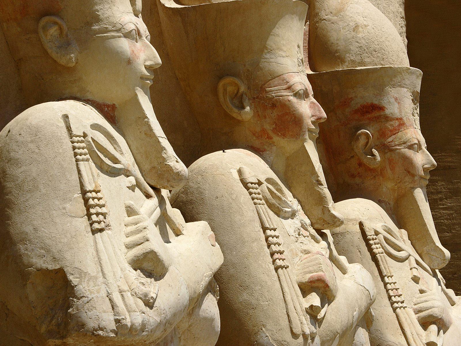 Estátuas no Templo de Hatshepsut Terraço 3 Deir el Bahri Thebes Luxor Egipto