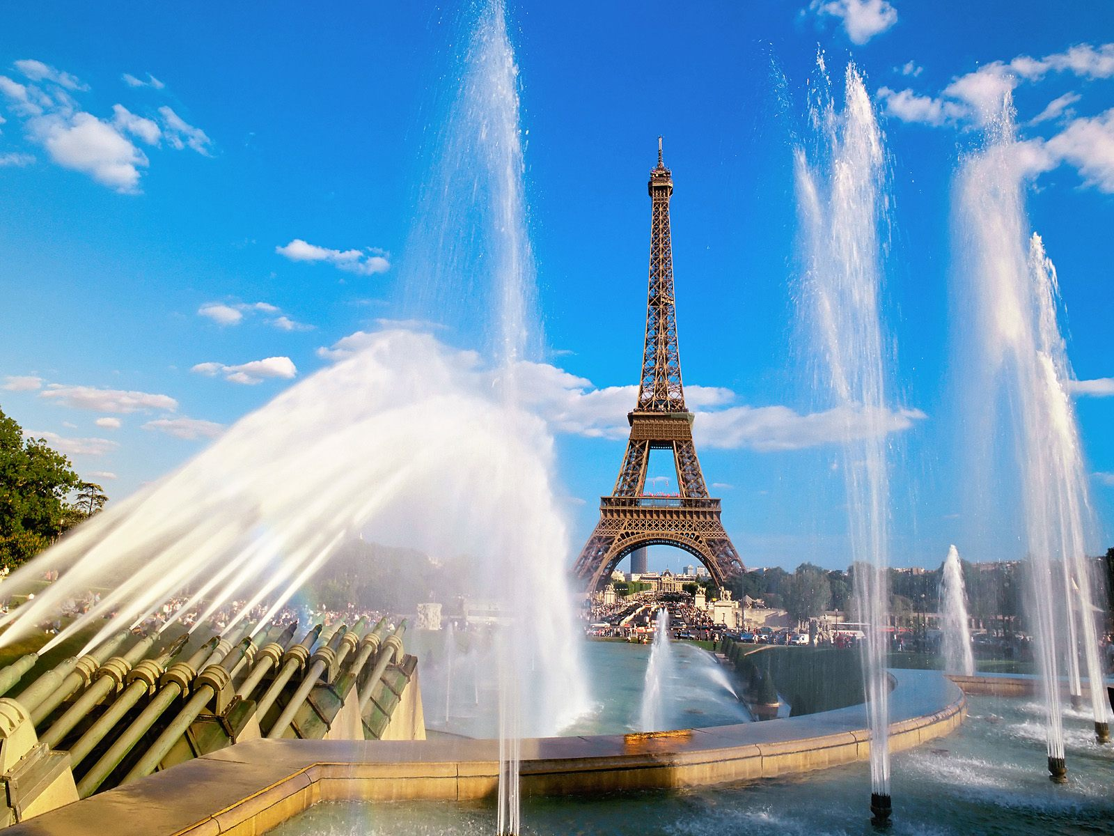 Eiffel tower and fountain paris france 1600 x 1200 picture