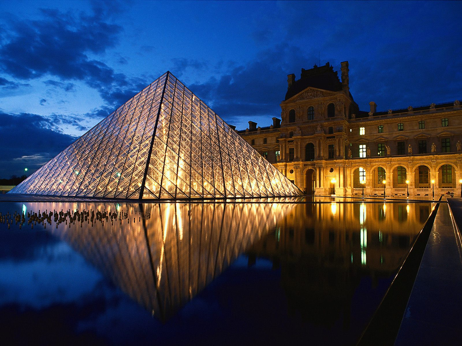 Pyramid at louvre museum paris france 1600 x 1200 picture