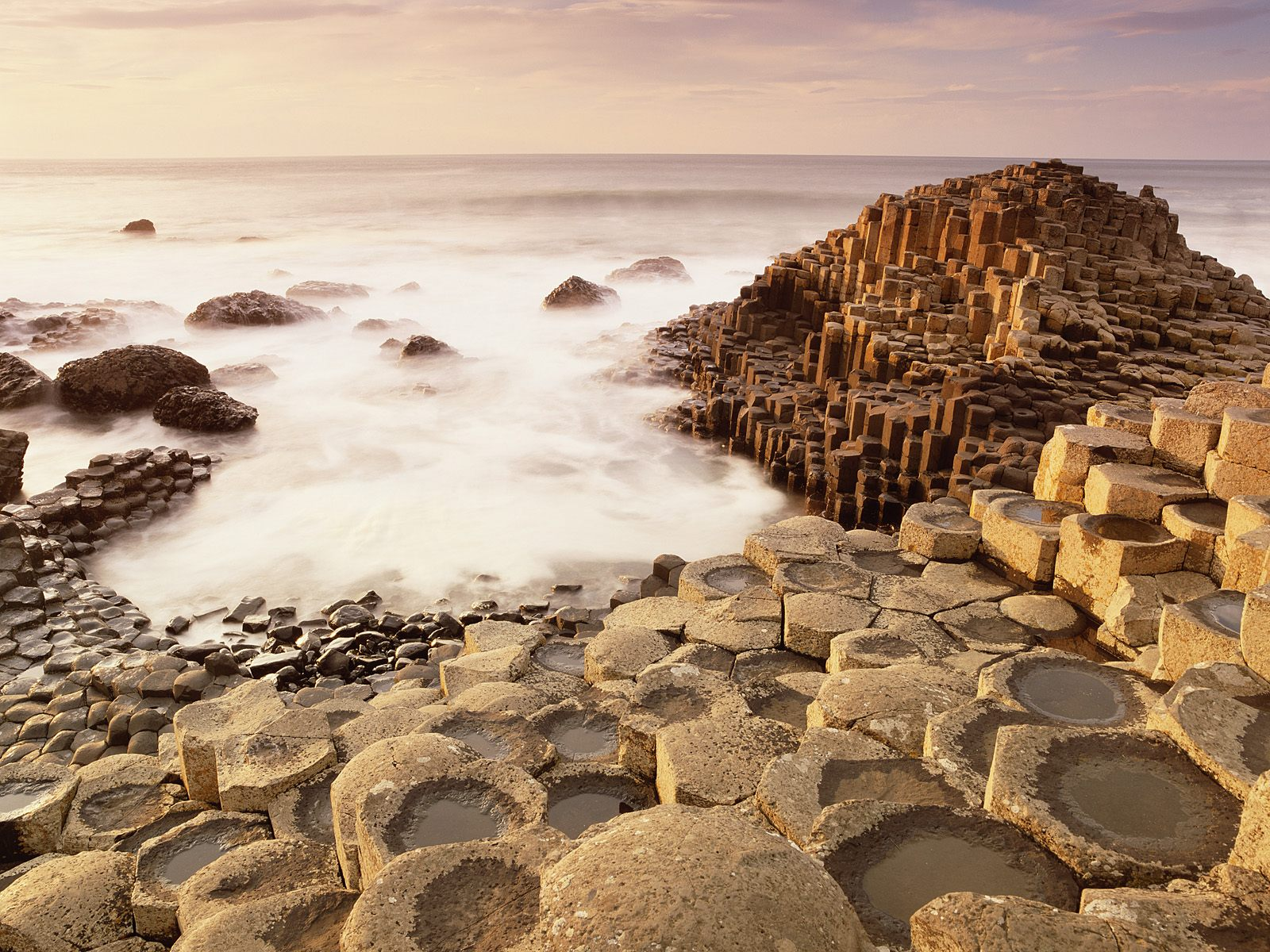 Giant's_Causeway_County_Antrim_Ireland.jpg