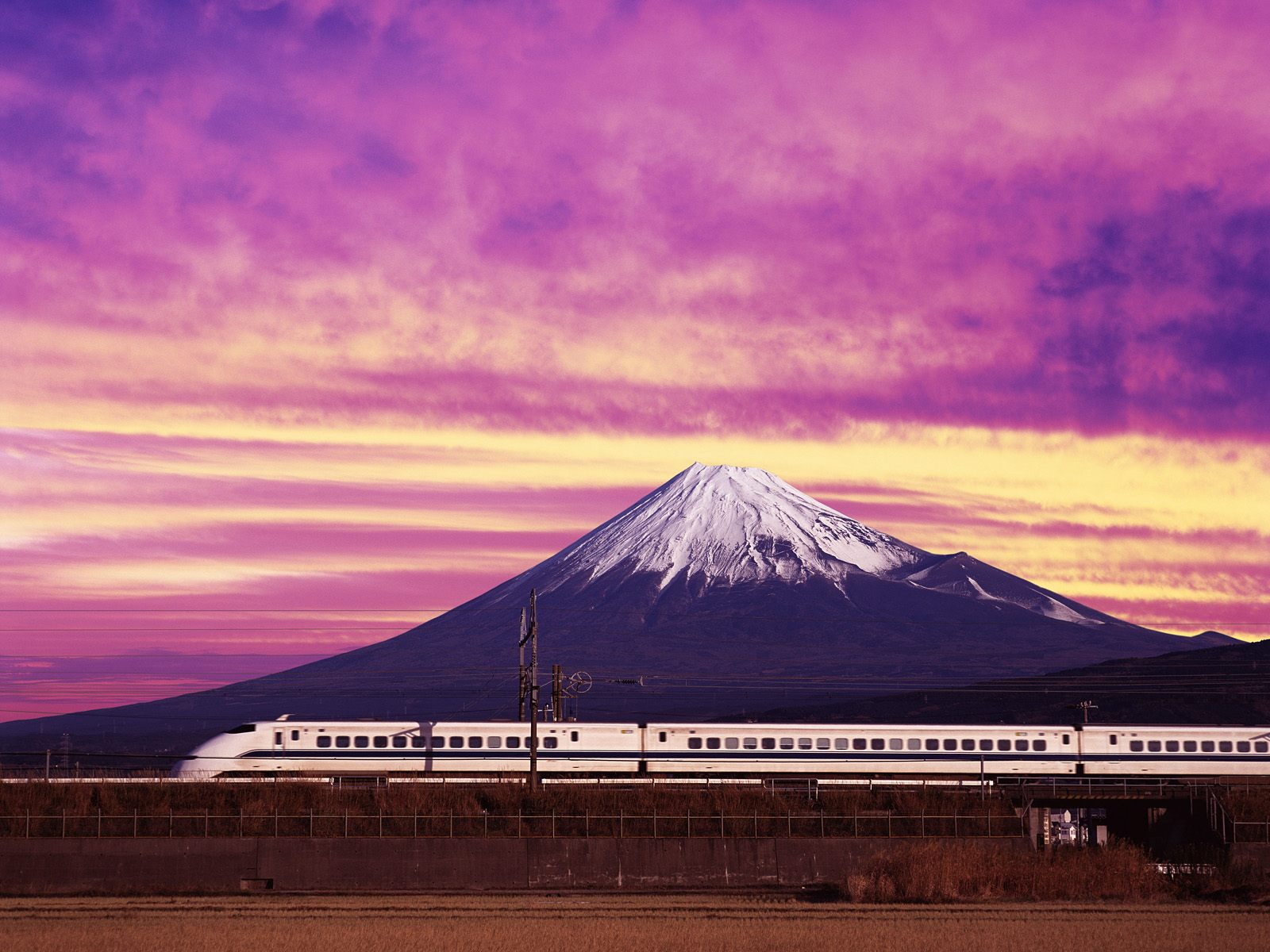 https://www.citypictures.org/data/media/230/Shinkansen_Bullet_Train_and_Mount_Fuji_Japan.jpg