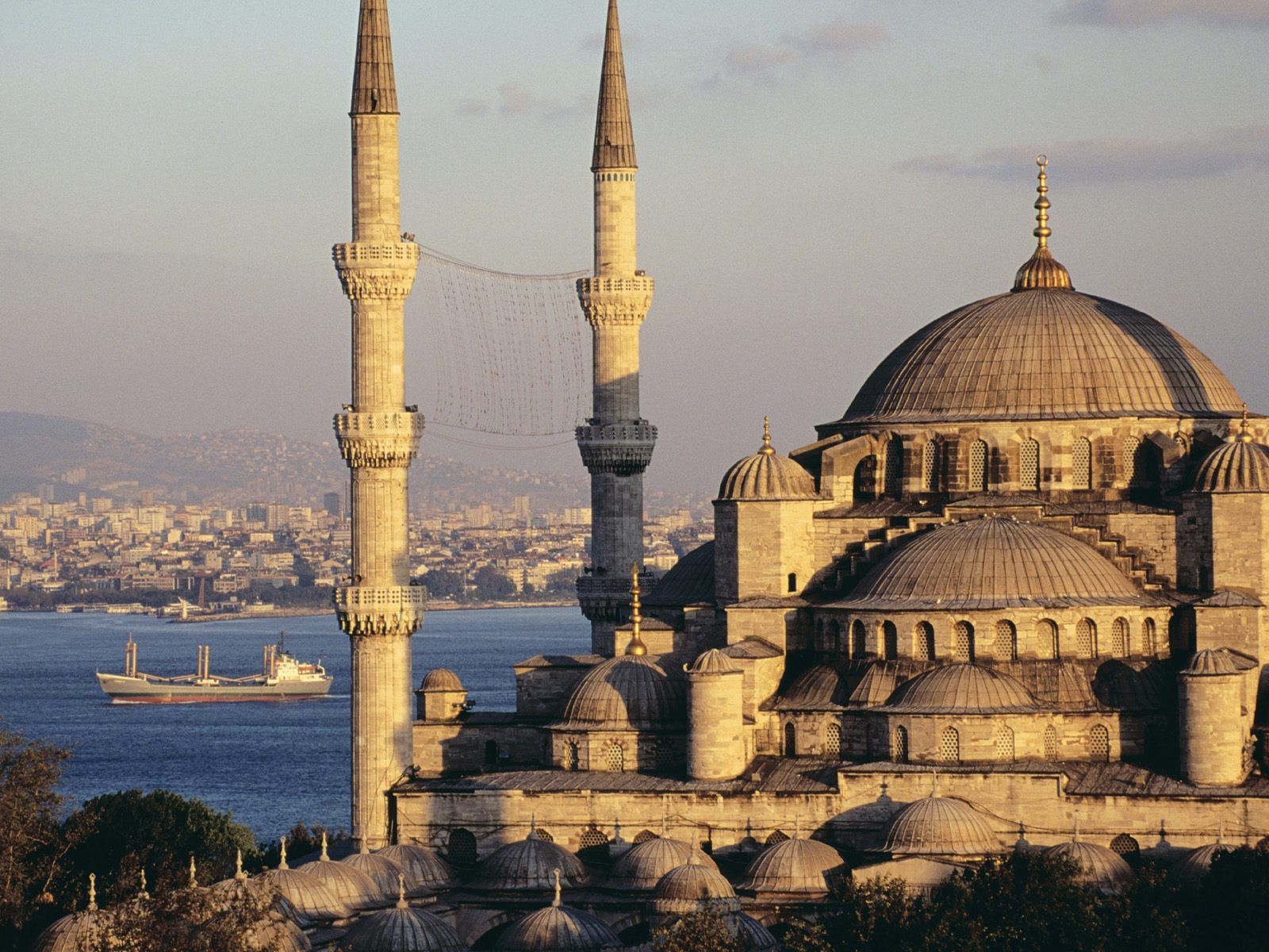 Blue mosque and the bosphorus istanbul turkey picture for Blue istanbul hotel taksim
