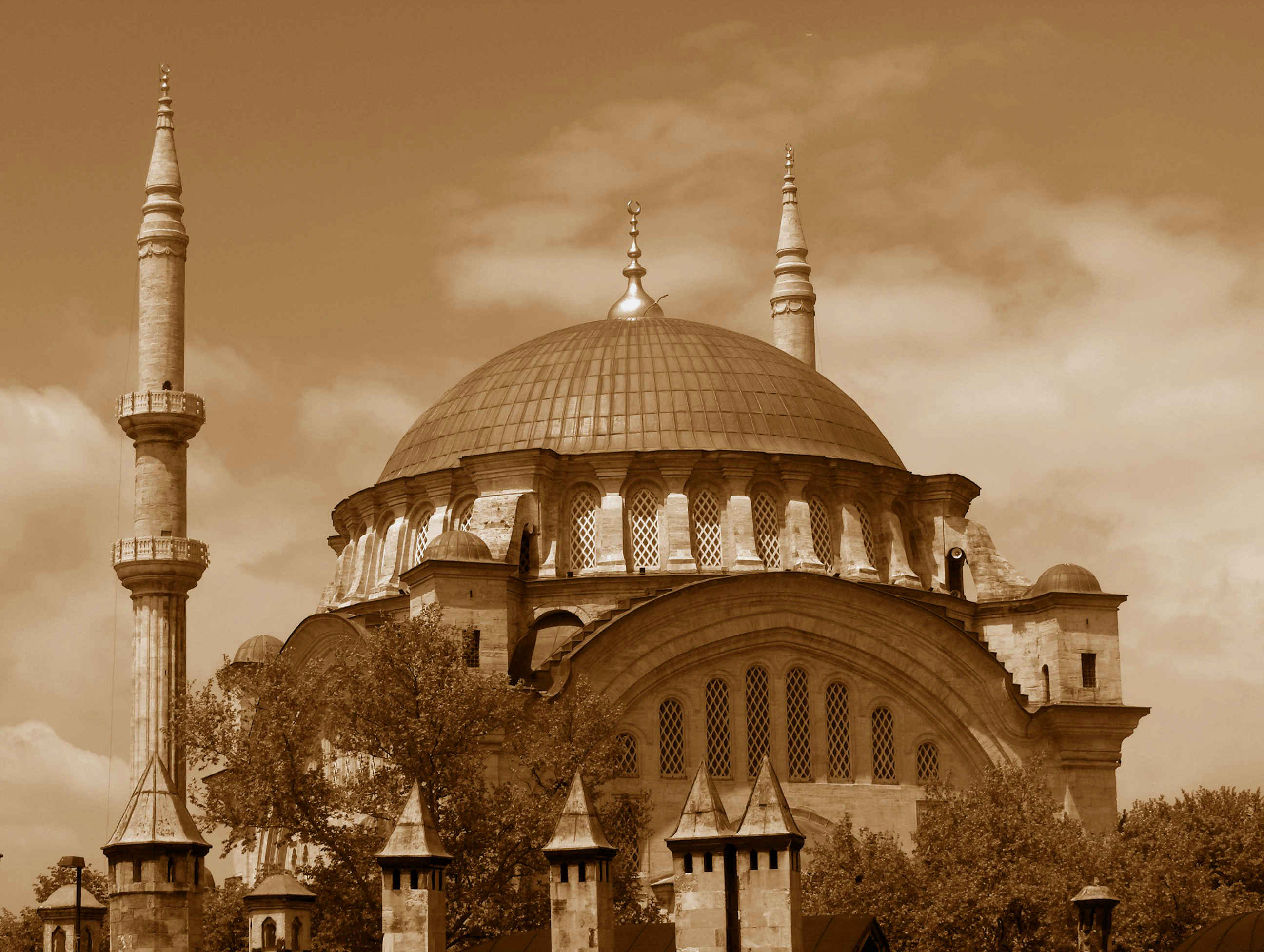 nuruosmaniye great mosque in Instanbul