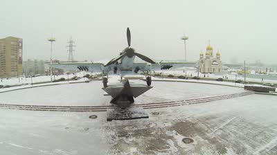 samara monument of attack plane il is on round square with traffic near