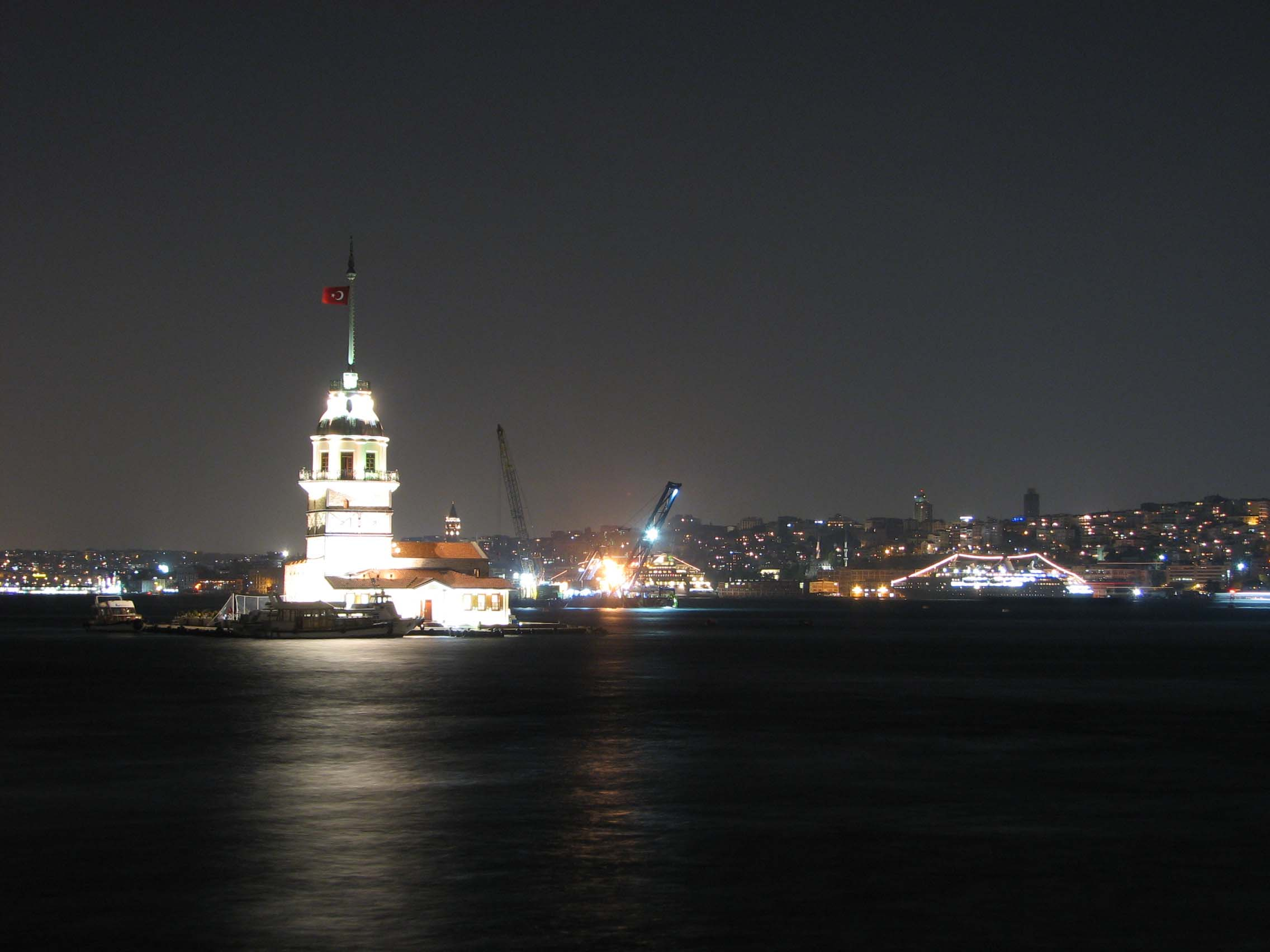 http://www.citypictures.org/data/media/5/istanbul_night.jpg